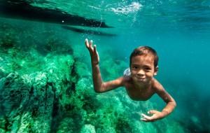 Moken-Boy-Underwater (2)