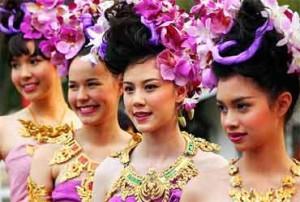 filles-avec-des-fleurs-festival-chiang-mai