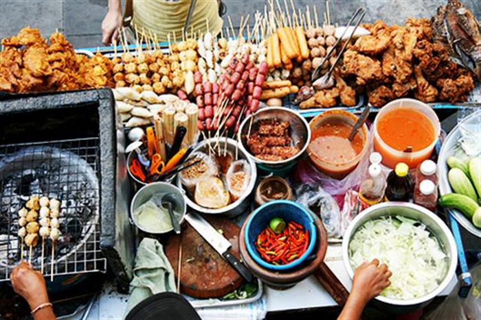 """La street food ou """"cuisine de rue"""" - Cr. foody.vn"""