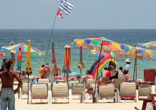 La réouverture de Phuket aux touristes vaccinés est toujours d'actualité