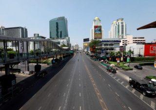Bangkok: La réouverture des commerces est reportée.